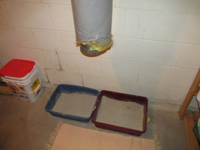 Combustion air duct above litter box