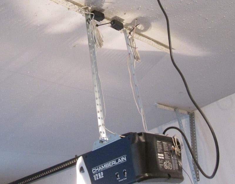 garage door opener sensors at ceiling