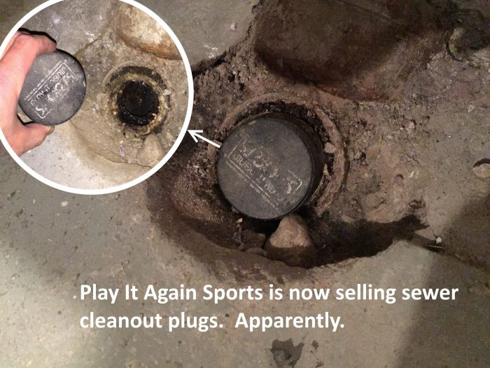 Hockey puck cleanout plug