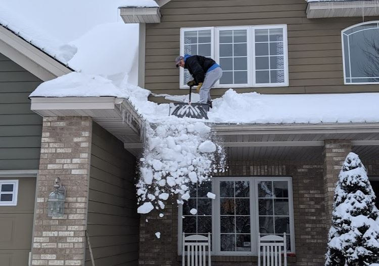 Q Amp A How Much Snow Is Safe For My Roof
