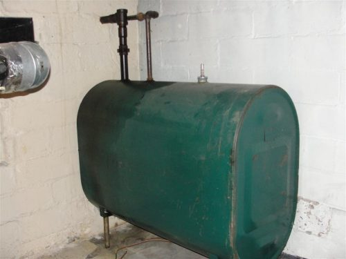 Free-standing fuel oil tank
